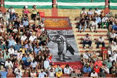 Aficionados sentados en el tendido de sol de El Puerto de Santa María