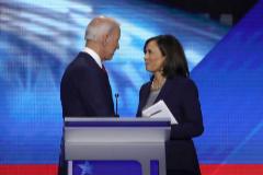 Joe Biden y Kamala Harris durante un acto en Los Angeles.