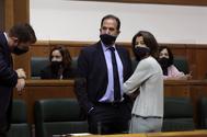 Laura Garrido junto a Carlos Iturgaiz en la sesión constitutiva del Parlamento Vasco.