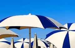 Sombrillas, carpas y cortavientos: aquí no perderás ni un día de playa