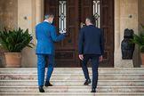 Felipe VI y el presidente del Gobierno, Pedro Sánchez (dcha.), este miércoles, en Palma de Mallorca.