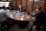 El presidente de Canarias, Ángel Víctor Torres (dcha), en la reunión del Ejecutivo autonómico.