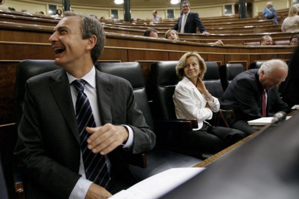 El ex presidente del Gobierno, José Luis Rodríguez Zapatero, y la entonces vicepresidenta, Elena Salgado, en 2009 en el Congreso.