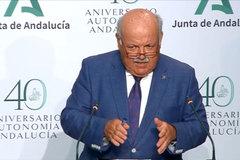 El consejero de Salud, Jesús Aguirre, durante la rueda de prensa de este jueves.