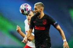 Lisbon (Portugal), 13/08/2020.- Yannick Carrasco (foreground) of lt;HIT gt;Atletico lt;/HIT gt; in action against Lukas Klostermann of Leipzig during the UEFA Champions League quarter final match between RB Leipzig and lt;HIT gt;Atletico lt;/HIT gt; Madrid in Lisbon, Portugal, 13 August 2020. (Liga de Campeones, Lisboa) EFE/EPA/Miguel A. Lopes / POOL