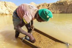 La capital mundial del zafiro: cómo es el día a día en las minas de Madagascar