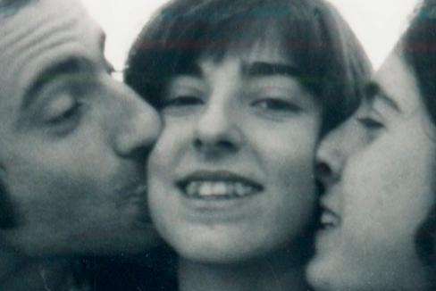 Helena con sus hermanos Diana y Joan. Tenía 27 años.