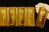 Varios lingotes de oro.