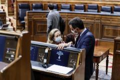 La vicepresidenta de Asuntos Económicos, Nadia Calviño, y el presidente del Gobierno, Pedro Sánchez.