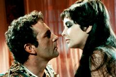 Richard Burton y Liz Taylor, en 'Cleopatra'.