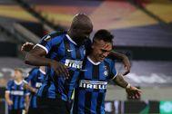 Lukaku y Lautaro celebran uno de los goles del Inter.