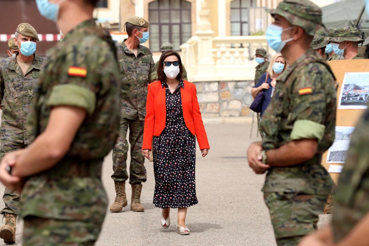 Margarita Robles desautoriza a Podemos y defiende la presunción de inocencia del Rey emérito
