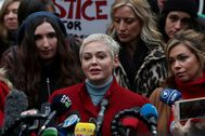lt;HIT gt;Rose lt;/HIT gt; McGowan speaks to reporters outside New York Criminal Court on the first day of film producer Harvey Weinstein's sexual assault trial in the Manhattan borough of New York City, New York, U.S., January 6, 2020. REUTERS/Jeenah Moon - RC2EAE9FL5OV