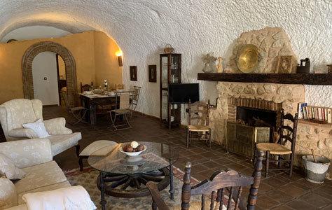 Apartamento ambientado en el interior de una cueva.