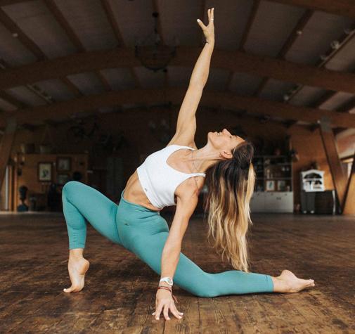 La entrenadora Gloria Morales durante uno de los ejercicios de su curso de ballet fit.