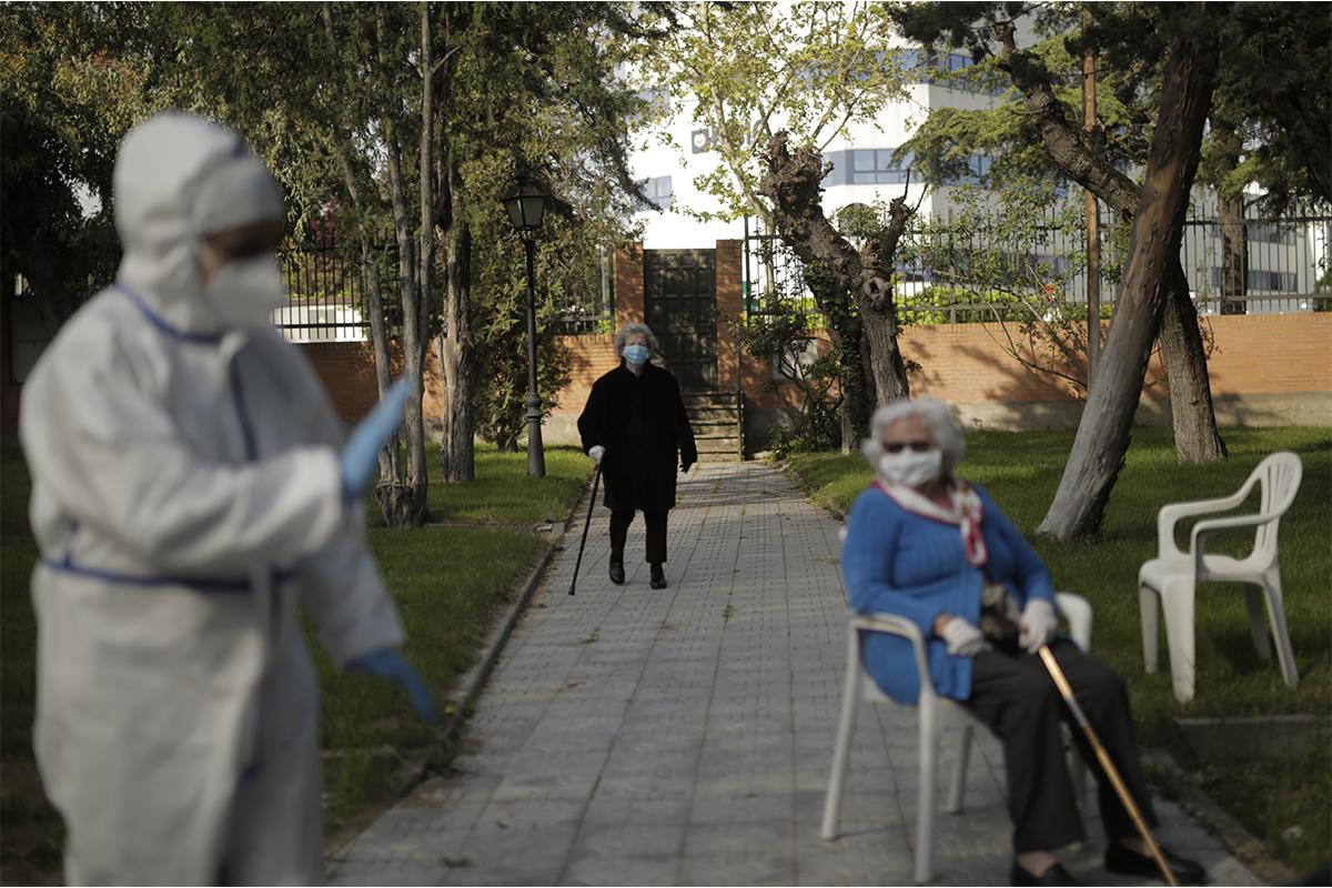 """Así fue el abandono de las residencias de ancianos que provocó 27.000 muertos: """"Nos robaron el personal sanitario"""""""