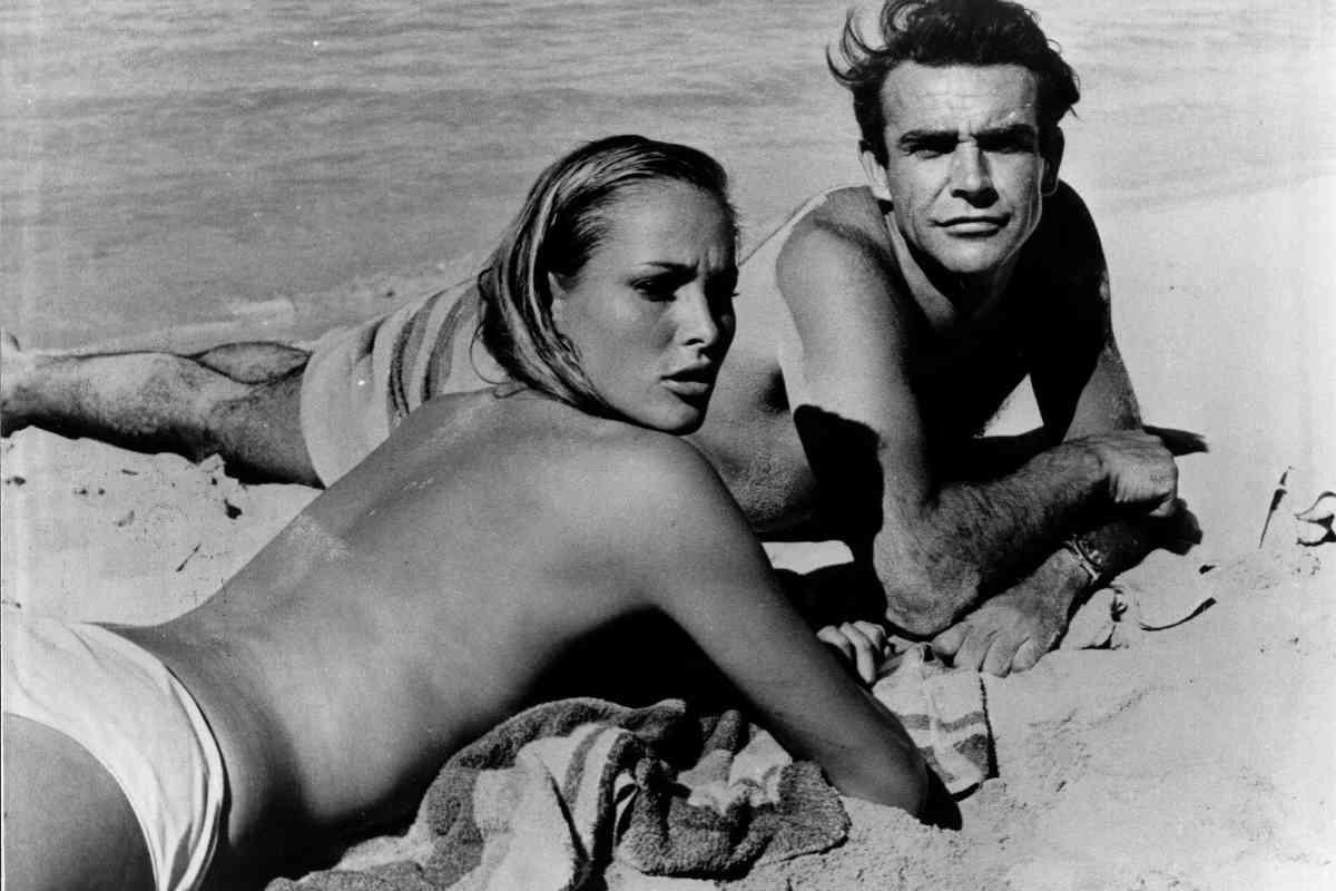 Connery y Ursula Andrews, en 'James Bond: Agente 007 contra el Dr. No'.