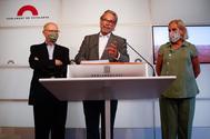 Los ex presidentes del Parlament Rigol, Benach y De Gispert.