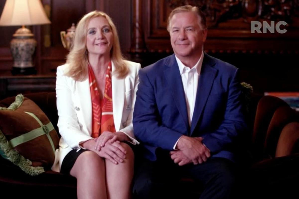 Mark y Patricia McCloskey durante su intervención en la Convención Repubicana.