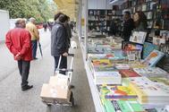 Vista de puestos de la Feria del Libro de Madrid en 2018.