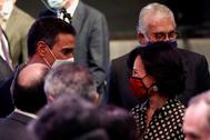 Pedro Sánchez conversa con la presidenta del Banco Santander, Ana Patricia Botín.