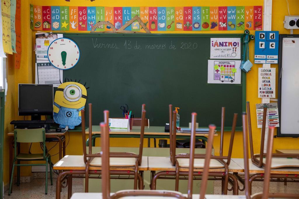 Imagen de un aula vacía en un colegio de Villanueva de Río Segura (Murcia).