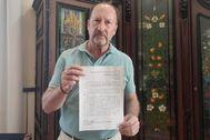 Emilio Bascuñana con la denuncia presentada ante el organismo del que es vicepresidente de área.