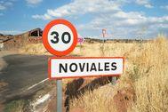 Acceso a Noviales (Soria), localidad perteneciente al municipio de Montejo de Tiermes.