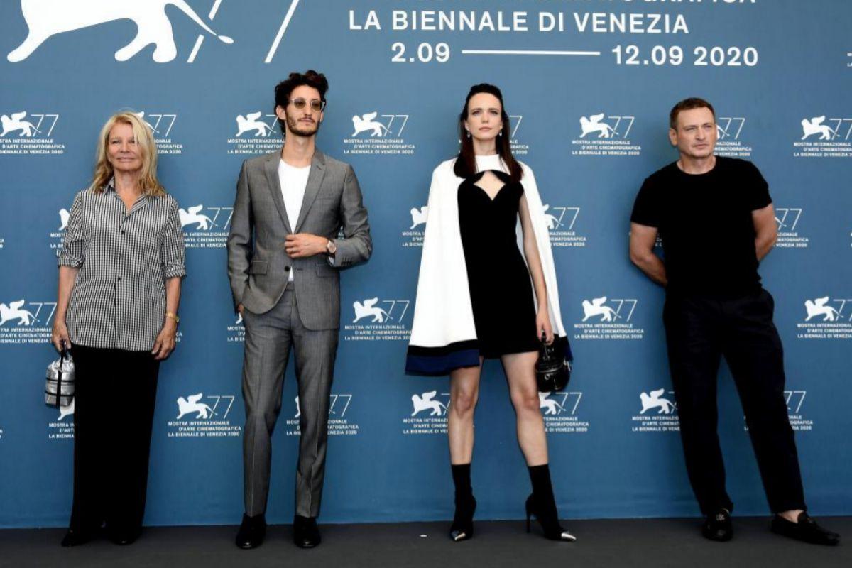 La directora Nicole Garcia y los actores Pierre Niney, Stacy Martin y Benoit Magimel.