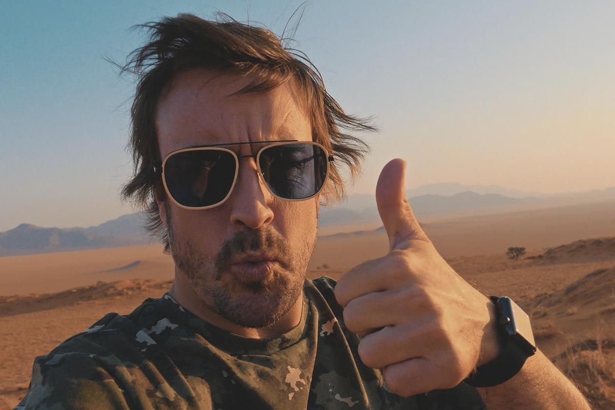 Alonso en el Dakar, en una de las escenas de la serie documental 'Fernando'.