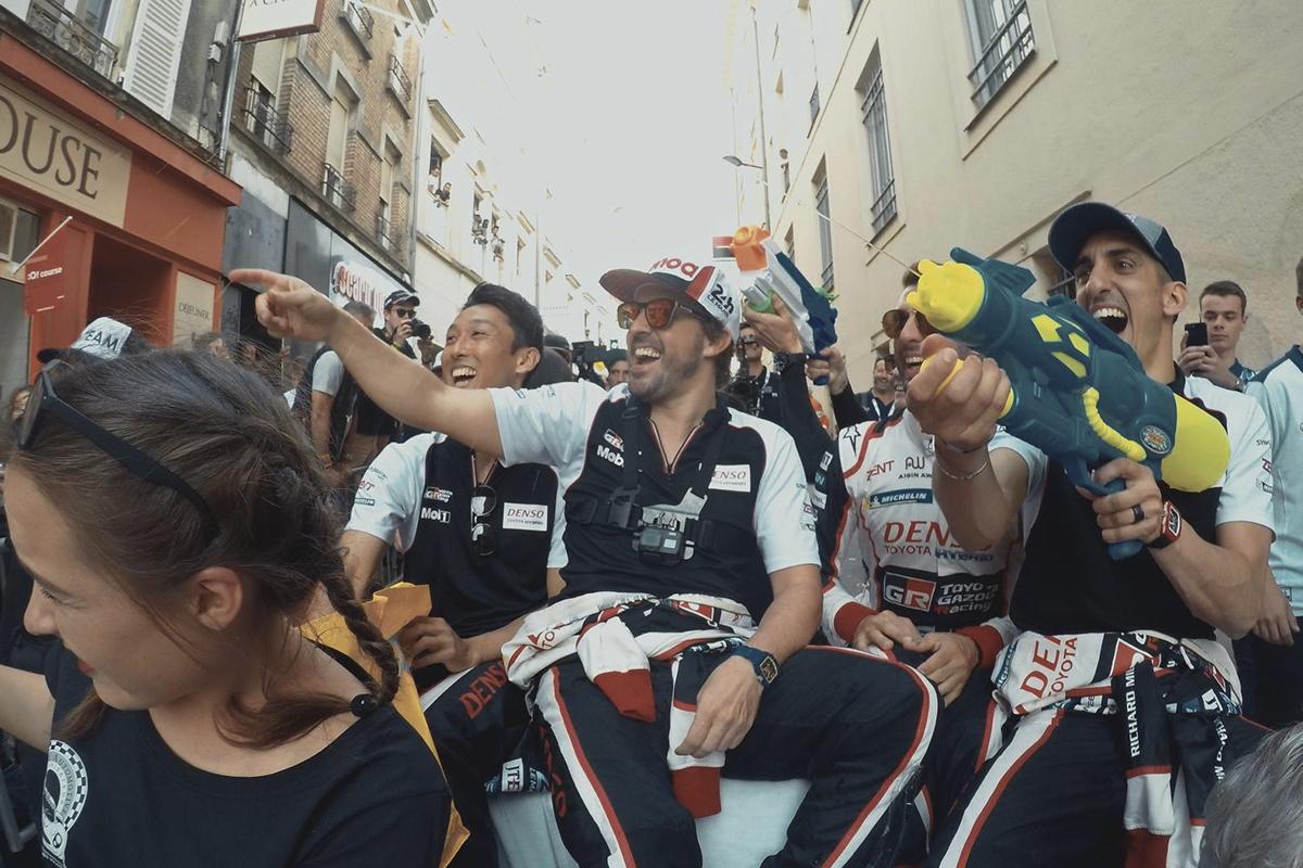 Alonso y sus compañeros en la previa de las 24 Horas de Le Mans.