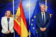 Nadia Calviño junto al comisario de Economía, Paolo Gentiloni, en Bruselas.