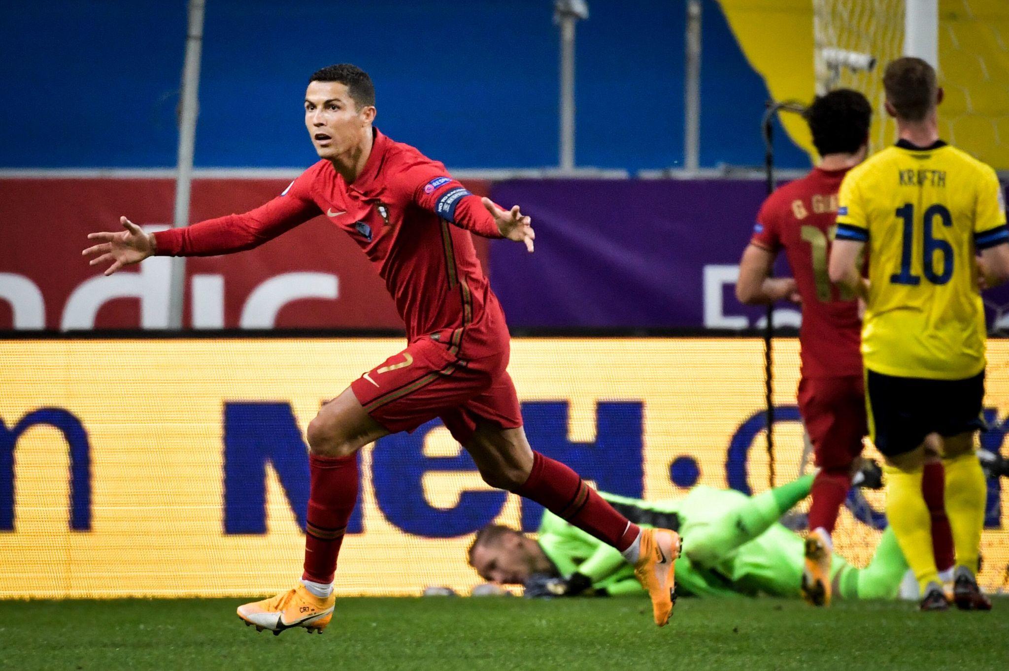 Exhibición rematadora de Cristiano, que alcanza los 101 goles con Portugal