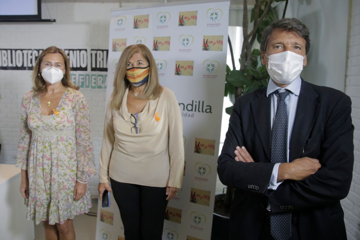 Marta Presa, directora de Salud Mental del Gómez Ulla; Ana Lancho, presidenta de la Asociación La Barandilla, y Celso Arango, responsable de Salud Mental del Gregorio Marañón.