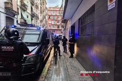 Desalojan un edificio de pisos turísticos ocupado durante el confinamiento por ladrones multirreincidentes
