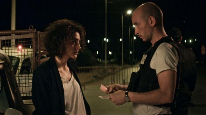 Selma (Golshifteh Farahani) y Naim (Majd Mastoura) se conocen a raíz de un control policial.