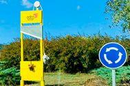 'Benvinguts' a Celrà (Gerona).