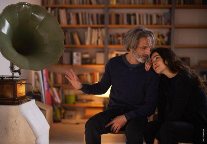 Ernesto (Ernesto Alterio), el padre protagonista de la historia, y Cloe (Gala Amyach), su hija.