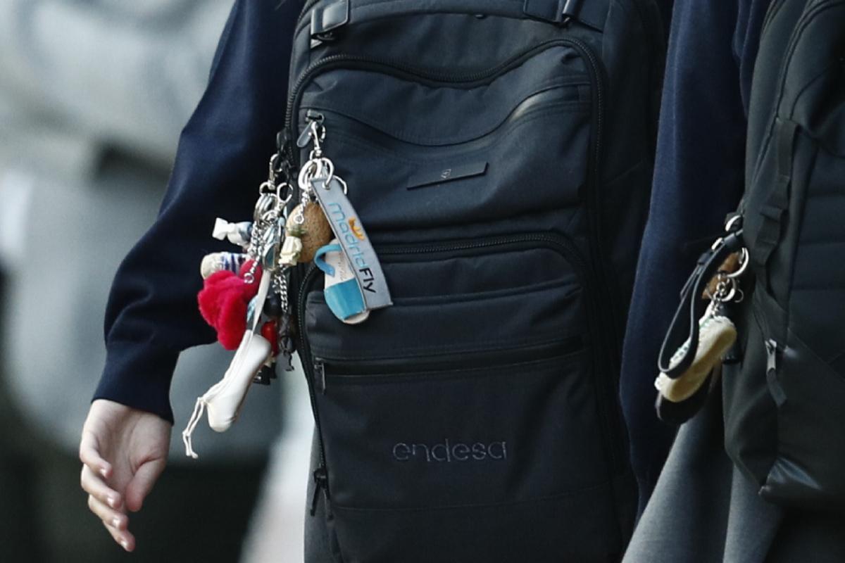 La mochila de la Infanta, con los llaveros.