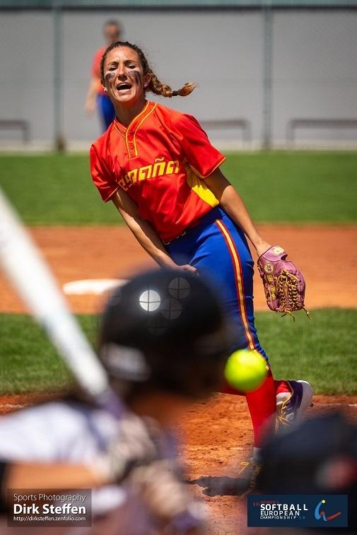 Beatriz forma parte de la Federación Española de sóftbol.