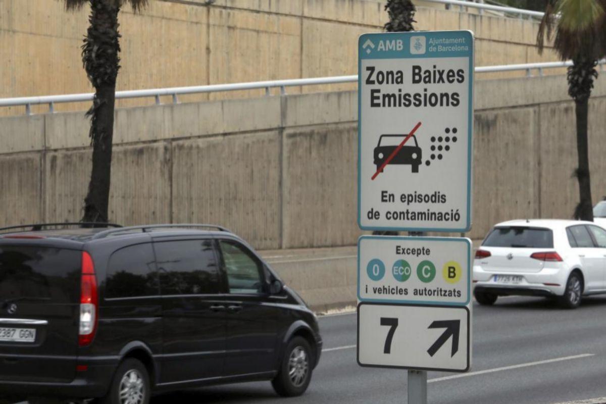 Cartel de la Zona de Bajas Emisiones. A. M.