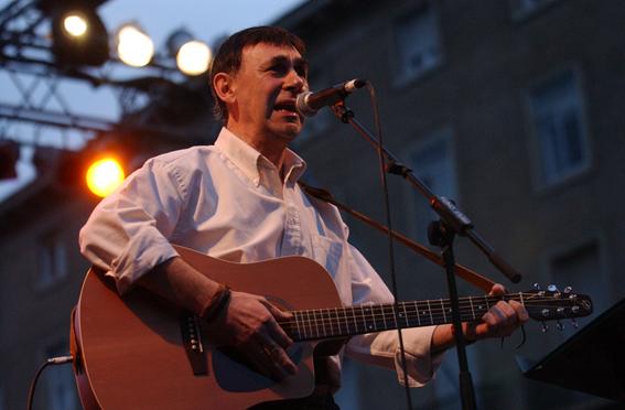 Fallece a los 73 años por coronavirus el cantautor y escritor aragonés Joaquín Carbonell