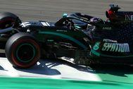 Hamilton, con el W11, durante la sesión clasificatoria en Mugello.