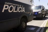 Varios furgones de la Policía Nacional.