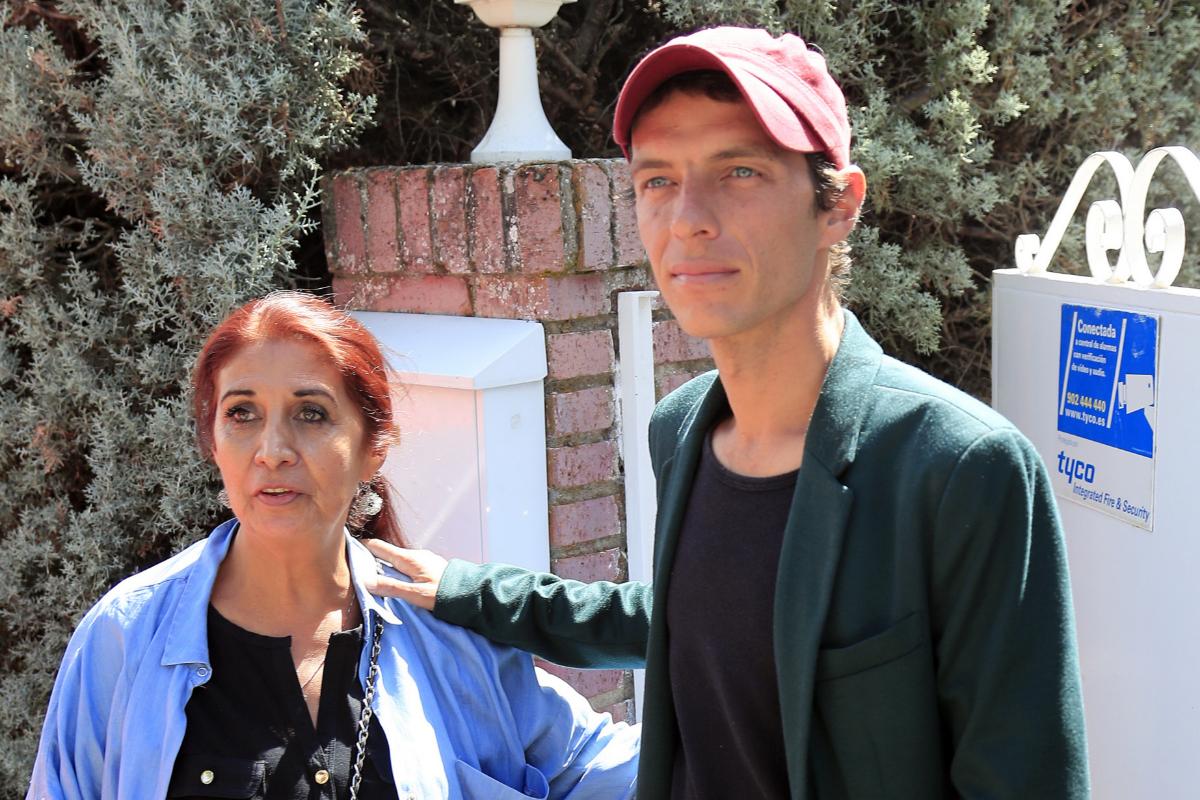 Camilo Blanes y su madre, Lourdes Ornelas.