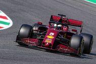 Vettel, al volante del SF-1000, durante el GP de la Toscana.