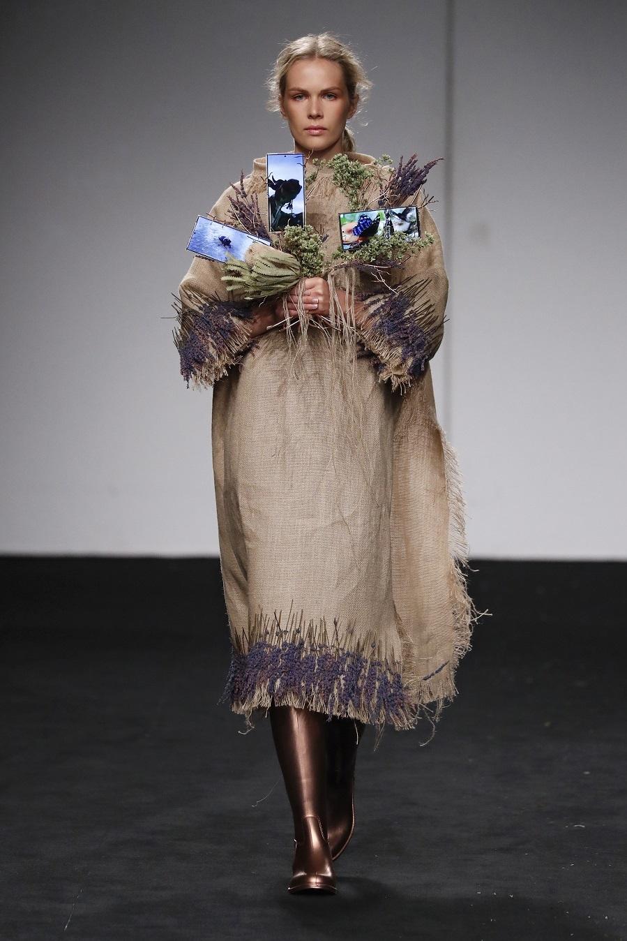 Desfile de Paula Alegría- Samsung Ego- Mercedes-Benz Fashion Week Madrid - Colección Primavera-Verano 2021