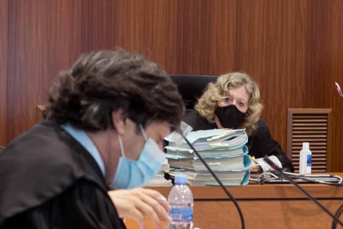 La magistrada María Josefa Gil Corredera, a la derecha.