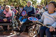 Personas con discapacidad celebran una manifestación en Valencia para reivindicar la accesibilidad universal.