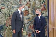 El Rey Felipe VI y el lehendakari Iñigo Urkullu posan antes de su encuentro en el palacio de La Zarzuela,